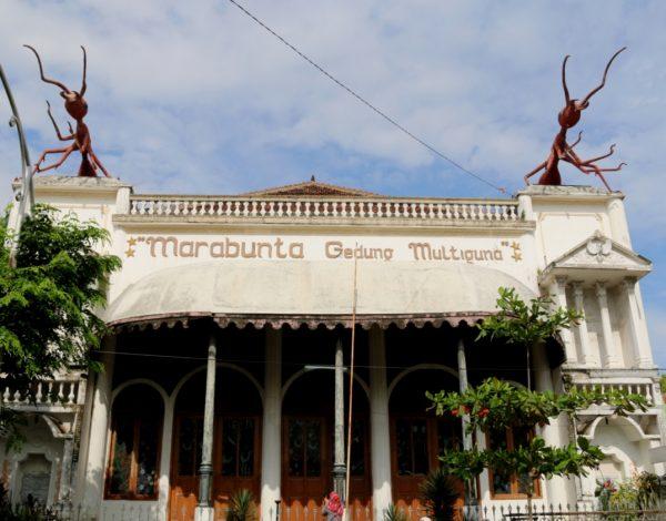 Melenggang di kawasan Kota Tua Semarang